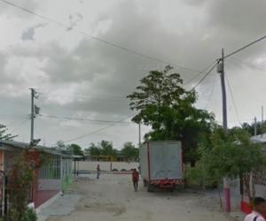 Sector de la cancha de fútbol del barrio Don Bosco, donde empezó a ser perseguido el joven por su asesino.