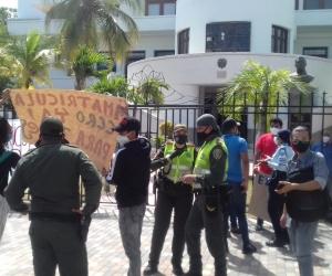 Protesta realizada en la mañana de este jueves por estudiantes de la Unimagdalena.
