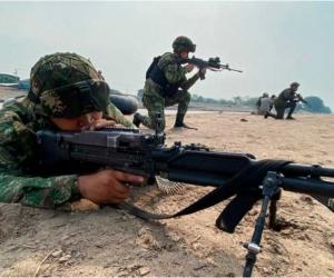 Las operaciones militares por aire, tierra y agua, desplegadas por el Ejército Nacional, continuarán realizándose de manera sostenida en el departamento de Antioquia