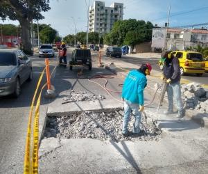 Este viernes se iniciaron nuevos arreglos en la avenida del Ferrocarril, en el sector del Mayor.