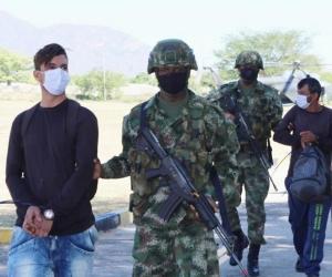 Presuntos guerrilleros capturados.