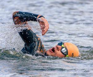La natación en aguas abiertas cuenta con factores naturales que repercuten directamente en el rendimiento.
