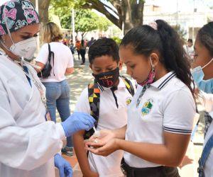 Con el fin de inmunizar a la mayor cantidad de estudiantes.