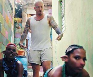 Videoclip de la canción 'Perra'