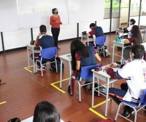 Las clases virtuales de los colegios cesarán este martes 19 de octubre.