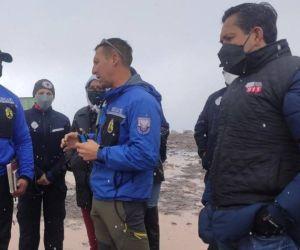 Autoridades de rescate en Ecuador.