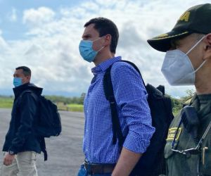 Juan Pablo Díaz Granados entregará las vacunas a Carlos Caicedo y Virna Johnson.