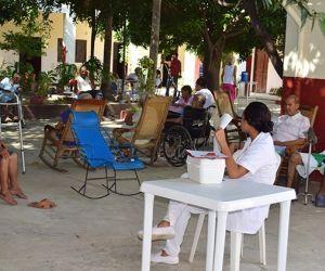 Los ancianos de hogares geriátricos serán los primeros en ser vacunados con Sinovac.