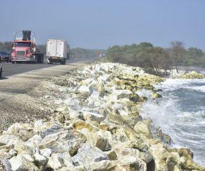 Las obras buscan mitigar los efectos de la erosión costera en este sector de la Troncal del Caribe.