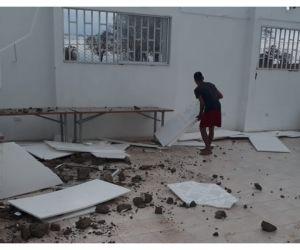 El colegio y las viviendas quedaron destechadas.
