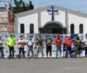 Armada de Colombia y la Policía capturan ocho personas por el delito de microtráfico.