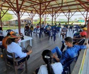 Reunión de dependencias de la Gobernación con líderes de los palafitos.
