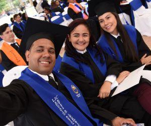 Evaluadores resaltaron participación de los graduados en la vida institucional.