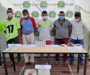 Capturaron en flagrancia a cinco presuntos expendedores de drogas.