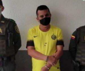 Envían a prisión a un hombre por presuntamente haber asesinado a su hermano.