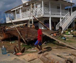 Gobierno prometió entregar 50 casas al mes en Providencia.