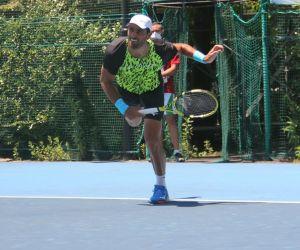 Robert Farah entrenando en Tokio.
