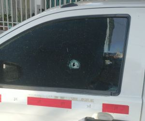 Este es el vehículo de Air-e que resultó impactado por un balazo.