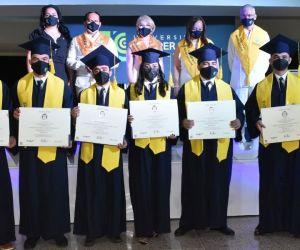 Fueron 42 graduandos quienes recibieron el diploma de manera presencial