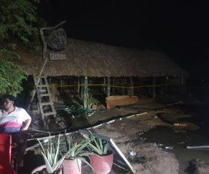 Dueños de los restaurantes ya están evacuando ante la inminente destrucción de sus propiedades.