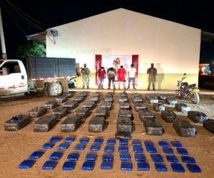 Material incautado y hombres capturados.