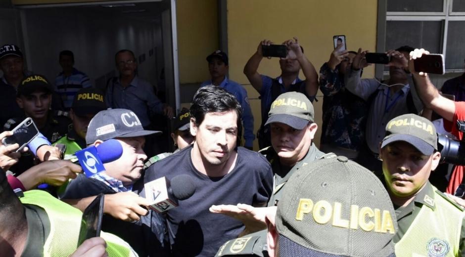 Cristian Bellón saliendo del Centro de Servicios Judiciales.
