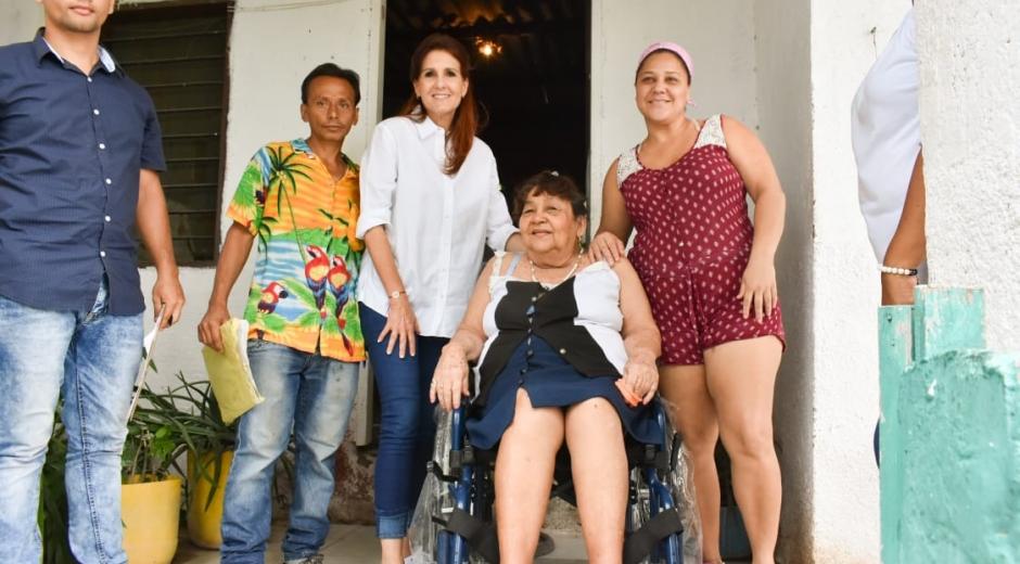 Entrega de silla de ruedas