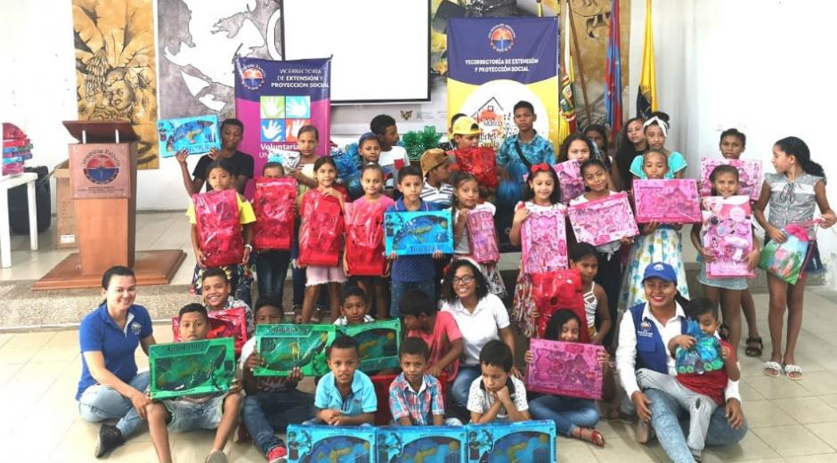 Algunos de los niños beneficiados por Unimagdalena.