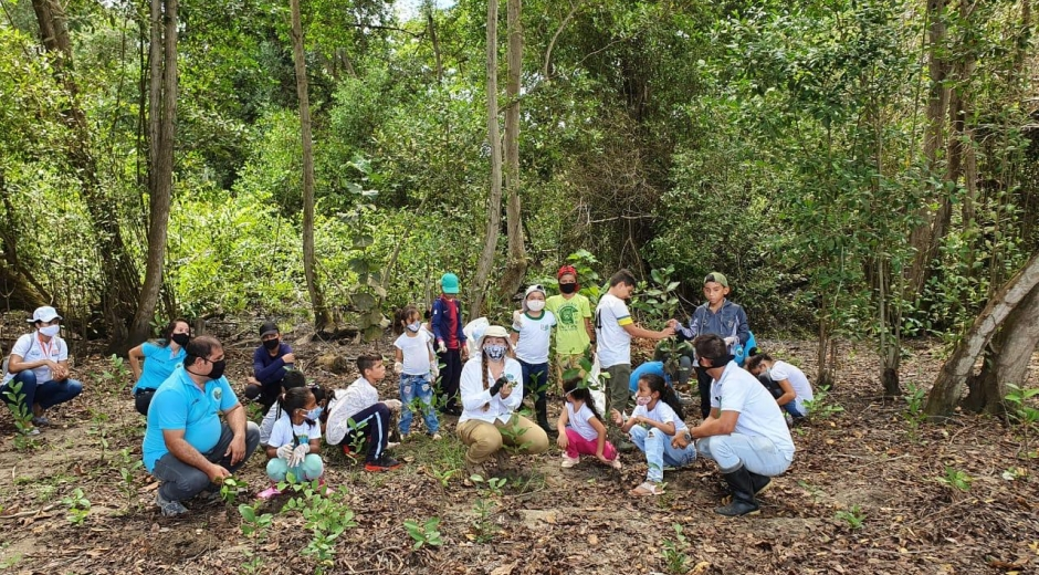 En días pasados, Corpamag organizó una siembra de árboles con niños de una fundación.