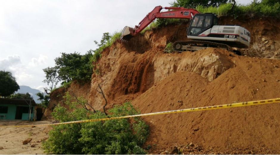 Intervención en el cerro que amenaza con deslizamiento.