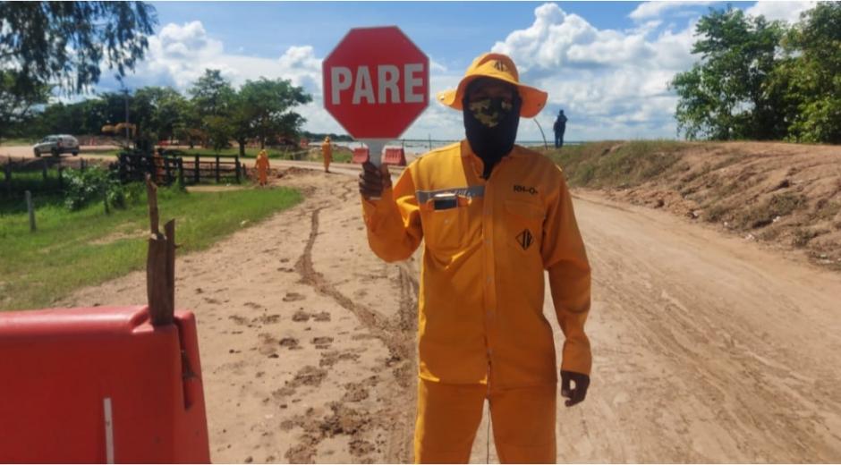 Desde el Instituto Nacional de Vías se realiza control de tráfico, mantenimiento y monitoreo en los kilómetros 99+300 y 100+250 de la vía Salamina - El Piñón.