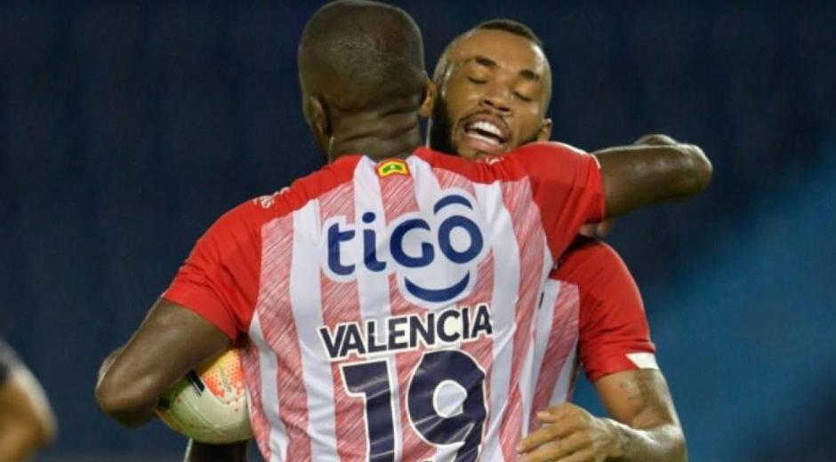Carmelo Valencia celebrando el empate parcial.