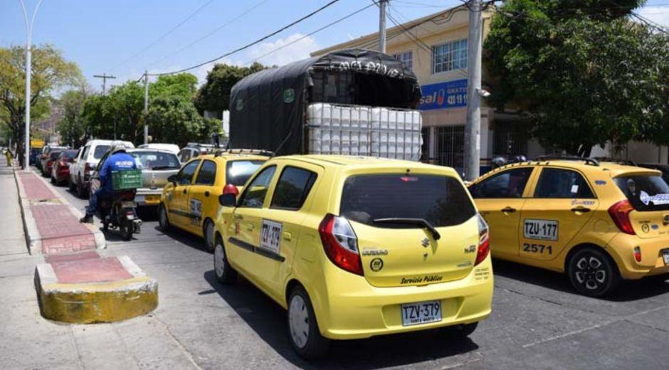 Conductores de taxi y de buses podrán vacunarse en una jornada especial.