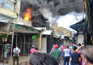 El incendio en el Mercado Público permitió a la Alcaldía desalojar a vendedores informales.