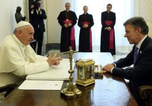 Aspecto de uno de los encuentros sostenidos entre Juan Manuel Santos y el Papa Francisco.