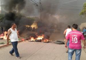 Habitantes de El Banco protestaron con quema de llantas en la vía principal del municipio.