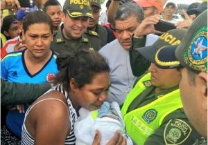 Este es el momento en que Rita Salas se encuentra con su hijo recién nacido.