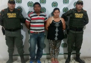 El Gaula de la Policía cuando retuvo a la pareja sindicada del robo de un bebé de una semana de nacido en El Banco.