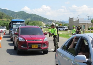 Las autoridades policiales realizaron actividades de control en todo el departamento, especialmente en las vías.