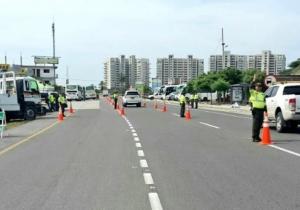 La Policía hizo operativos de control en las entradas y salidas de Santa Marta durante el puente festivo.