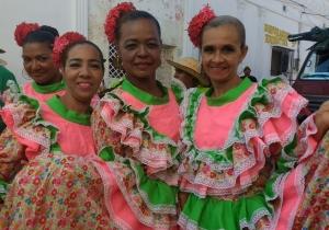 María Infantes Diazgranados (der) se disfrutó el carnaval con su comparsa La Segunda Edad.