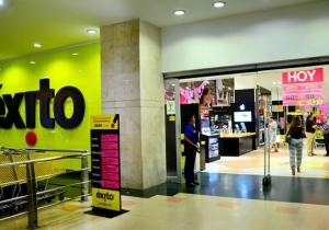 Entrada del Éxito del centro comercial Buenavista I.