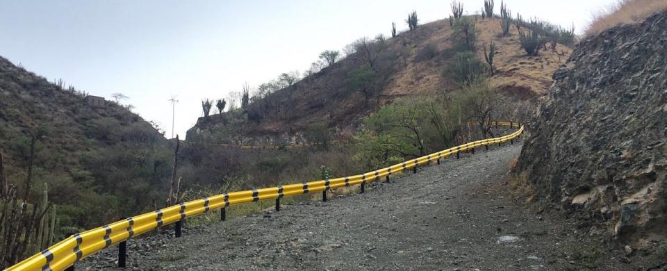 La carretera realizada de manera ilegal cuenta con los elementos para entrar en funcionamiento.